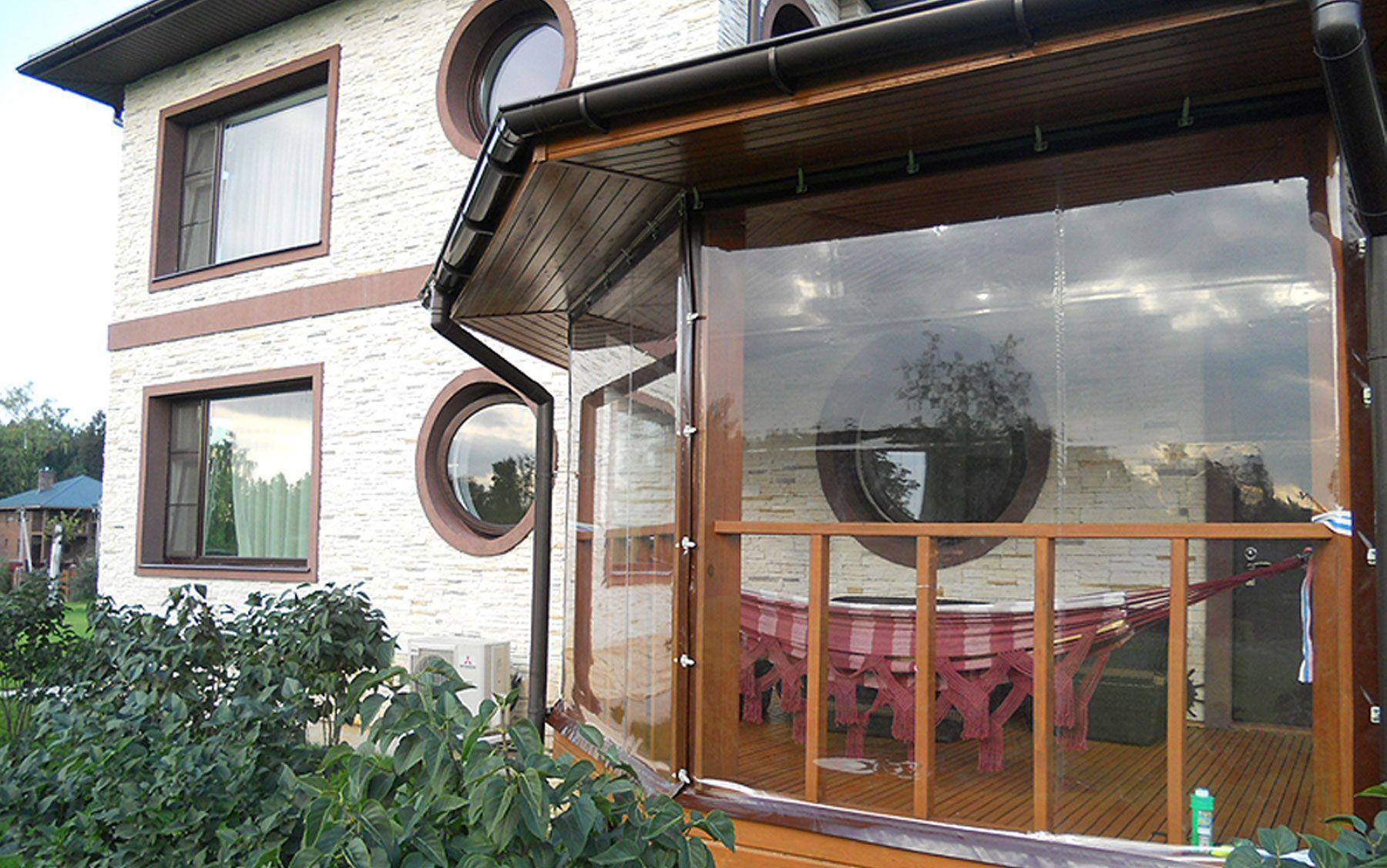 Мягкие шторы для веранды идеальны для дач, кафе и ресторанов.